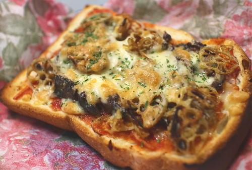 今日のキムチ料理レシピ:オイルサーディンとレンコンのピリ辛トースト