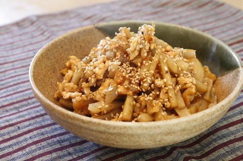 今日のキムチ料理レシピ:レンコンとキムチのひき肉炒め