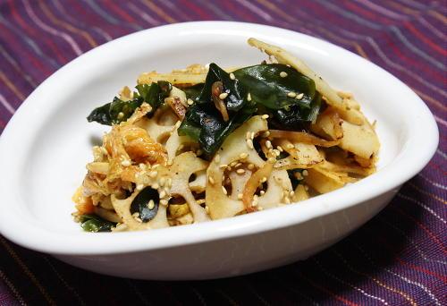 今日のキムチ料理レシピ:レンコンとわかめのキムチ炒め