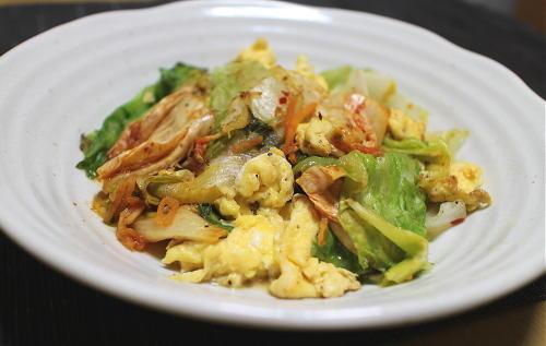 今日のキムチレシピ: レタスとキムチの卵炒め