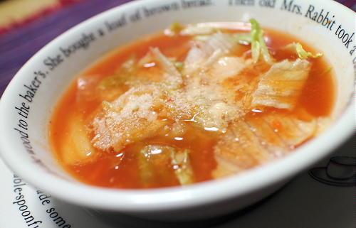 今日のキムチレシピ:レタスとキムチのトマトスープ