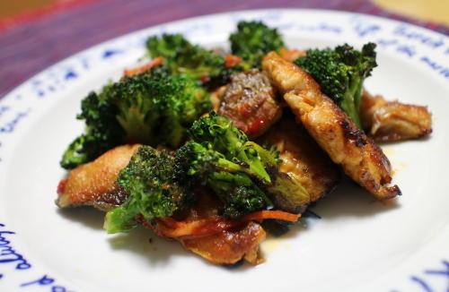 今日のキムチ料理レシピ:サバとブロッコリーのキムチ炒め