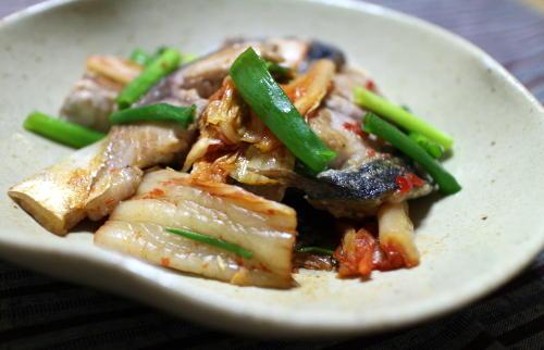 今日のキムチレシピ:サバとキムチの炒め物