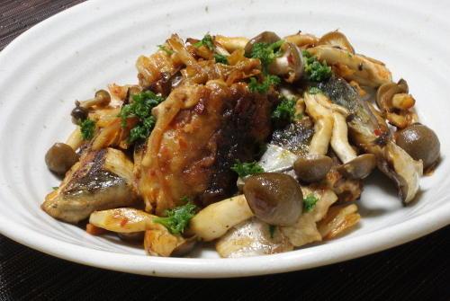 今日のキムチ料理レシピ:サバのキムチ炒め