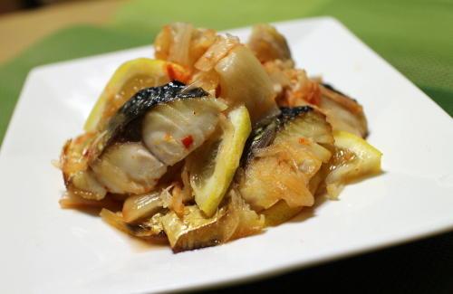 今日のキムチレシピ:塩サバとキムチのマリネ