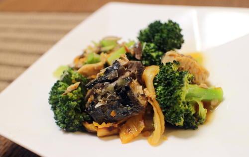 今日のキムチ料理レシピ:鯖缶とブロッコリーのキムチ和え