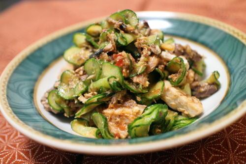 今日のキムチ料理レシピ:サバ缶ときゅうりのピリ辛和え