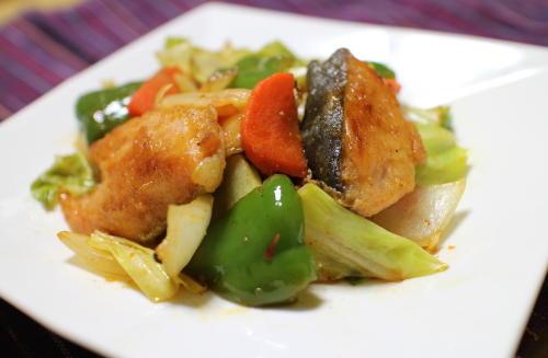 今日のキムチレシピ:鮭とキムチの甘酢炒め