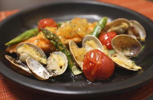今日のキムチ料理レシピ:鮭とあさりのキムチ蒸し