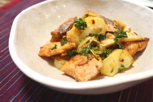 今日のキムチ料理レシピ:鮭とじゃがいものキムチ焼き