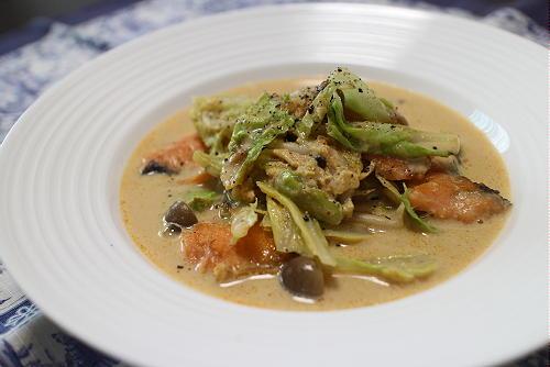 今日のキムチ料理レシピ:鮭とキムチの豆乳スープ