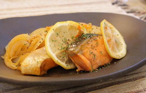 今日のキムチ料理レシピ:鮭とキムチのレモン蒸し
