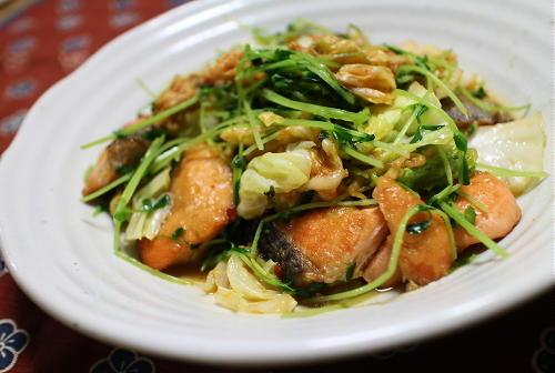 今日のキムチレシピ:鮭とキャベツのキムチみそ炒め