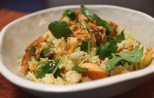 今日のキムチ料理レシピ:鮭とキムチの混ぜご飯