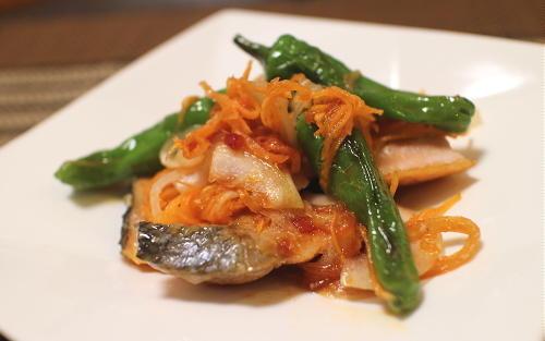 今日のキムチ料理レシピ:鮭のピリ辛南蛮漬け
