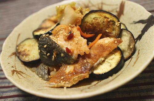 今日のキムチ料理レシピ:鮭となすとキムチの焼き漬け
