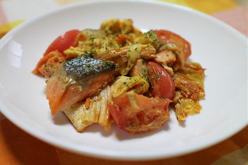 今日のキムチ料理レシピ:鮭とトマトのキムチ卵炒め