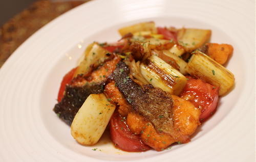 今日のキムチ料理レシピ:鮭とトマトとキムチのオイスターソース炒め