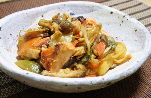 今日のキムチ料理レシピ:鮭と野菜のキムチ味噌バター炒め
