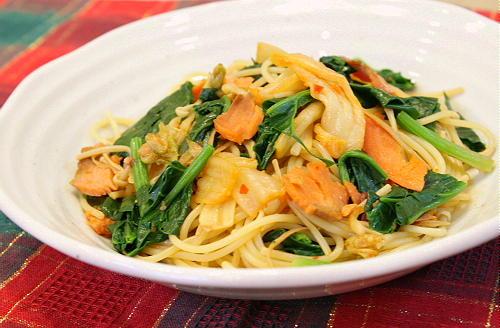 今日のキムチ料理レシピ:サーモンとほうれん草のキムチスパゲティ