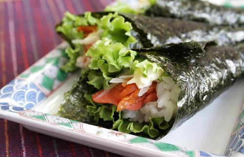 今日のキムチ料理レシピ:スモークサーモンとキムチの手巻き寿司