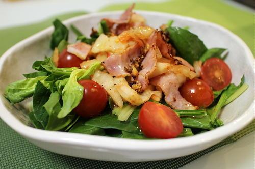 今日のキムチレシピ:ほうれん草とキムチのサラダ