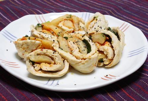 今日のキムチ料理レシピ:バジル風味のカクテキのささみロール