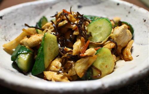 今日のキムチ料理レシピ:鶏のささみと胡瓜のキムチ昆布炒め