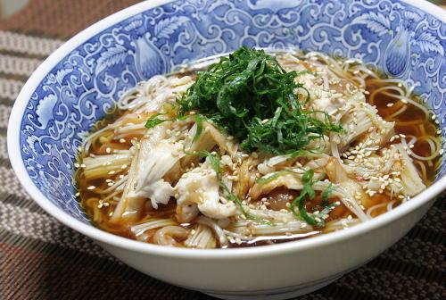 今日のキムチ料理レシピ:ささみとえのきの梅キムチ素麺