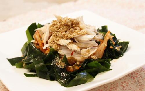 今日のキムチ料理レシピ:ささみとわかめのキムチサラダ