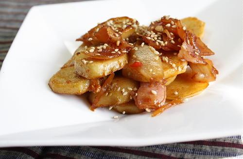 今日のキムチ料理レシピ:里芋とキムチの甘辛炒め