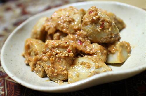 今日のキムチ料理レシピ:芋のピリ辛胡麻味噌和え