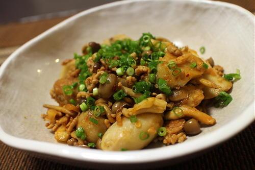 今日のキムチレシピ:里芋としめじのキムチひき肉煮