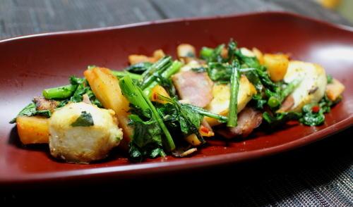 今日のキムチレシピ:里芋と春菊の大根キムチ炒め