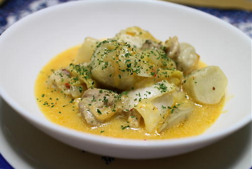 今日のキムチ料理レシピ:鶏肉と里芋のピリ辛シチュー