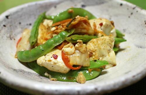 今日のキムチ料理レシピ:さとうえんどうと豆腐のキムチ炒め
