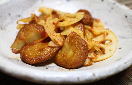 今日のキムチ料理レシピ:レンコンとさつま揚げの梅キムチ炒め