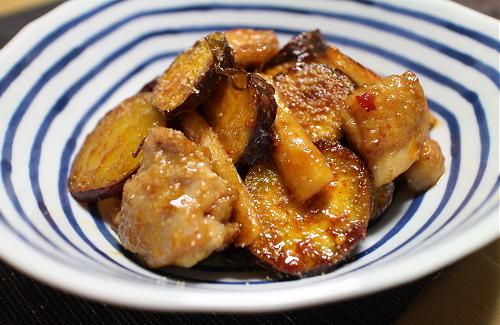 鶏肉とサツマイモと大根キムチの甘酢炒めレシピ