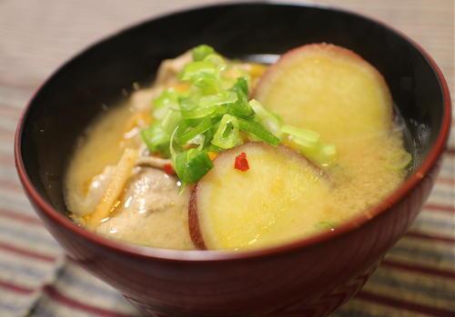今日のキムチ料理レシピ:サツマイモとキムチの味噌汁