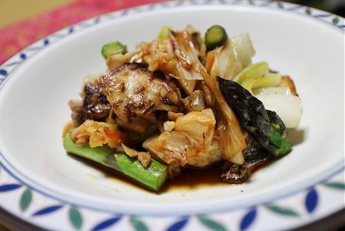 今日のキムチレシピ:鰆とアスパラの甘酢キムチ炒め