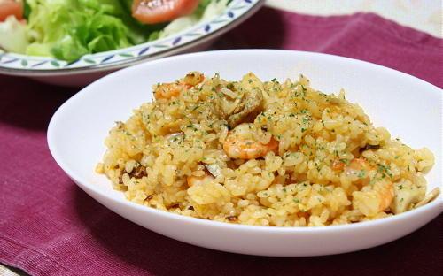 今日のキムチ料理レシピ:シーフードキムチピラフ