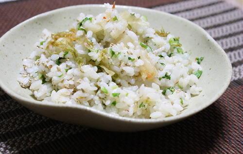 今日のキムチ料理レシピ:セリとキムチの混ぜご飯