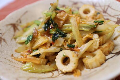 今日のキムチ料理レシピ:セロリとちくわのキムチ炒め