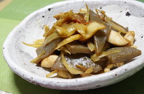 今日のキムチ料理レシピ:セロリとこんにゃくのキムチ炒め