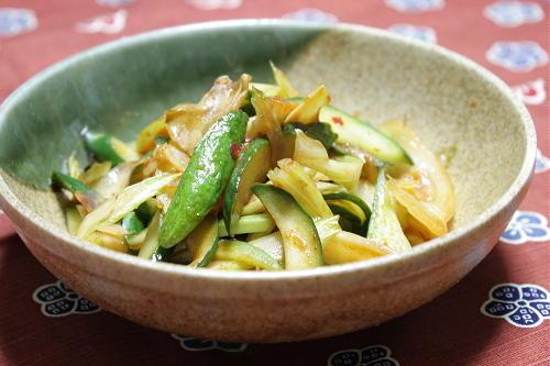 今日のキムチ料理レシピ:セロリと胡瓜とキムチの甘酢炒め