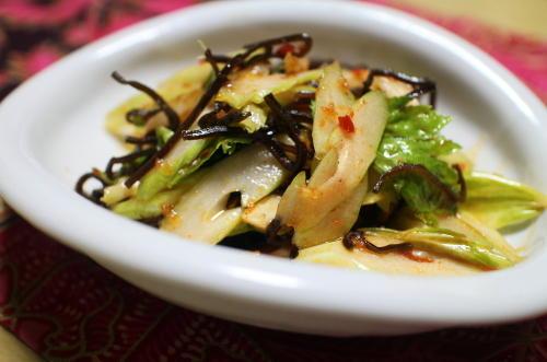 今日のキムチ料理レシピ:セロリの塩昆布キムチ和え