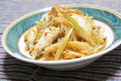 今日のキムチ料理レシピ:セロリとキムチの焼きしらたき