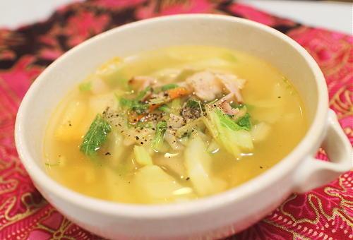 今日のキムチ料理レシピ:セロリとキムチのスープ
