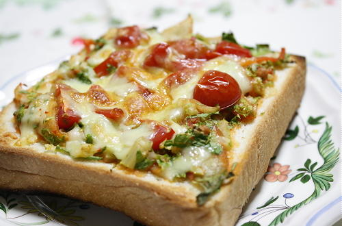 今日のキムチ料理レシピ:セロリとトマトのキムチ担々トースト