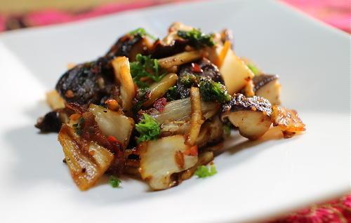 今日のキムチレシピ:椎茸とキムチのバター炒め